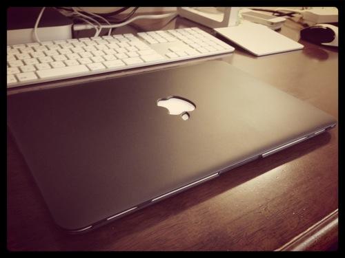 MacBook Air(11-inch)用に黒いマットケースを購入! めちゃくちゃ恰好いい!