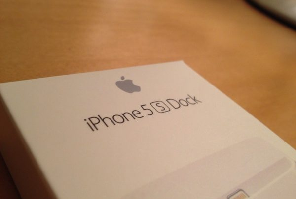 iPhone 5 用に iPhone  5s の純正Dockを購入! ミニマムなしっくり感がすごくいい!