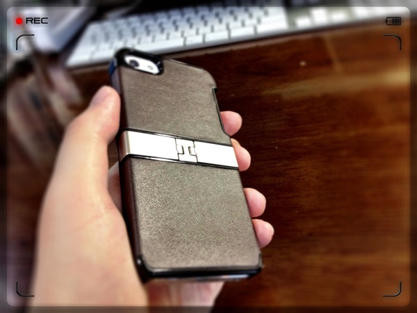 iPhoneスタンドになるレザージャケットケースが恰好良くて便利でめっちゃいい!