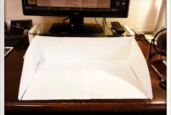 ひらくPCバッグに必要なものがちゃんと入るのか紙のモックを作って調べてみた