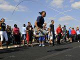 「大縄跳び」は都内の駅構内で人の川をすり抜ける技術を磨いている説