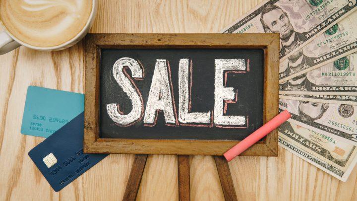 無駄遣いを減らしたいなら「セールのときはあえて買わない」という節約術がある